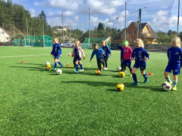 Jenter! Velkommen til Vindbjart Fotballklubb!