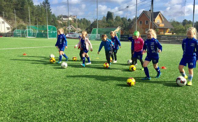 Fotballens dag for jenter utsatt