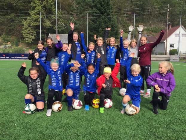 TEAM: Blue Girls Teamleder: Julie Omestad, Alis Tveiten, Anne Omestad Wehus og Maja Kronborg.