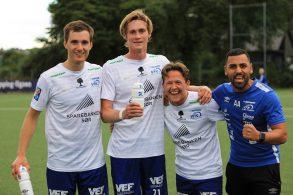 Dagens målskårere, Robert, Jakob og Martin, samt trener Alla