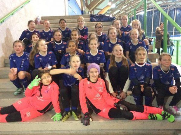På jenter-12 er det populært å spille fotball