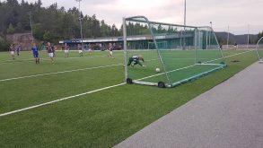 VIgørs keeper må fortvilet se at ballen går i mål til 0-1